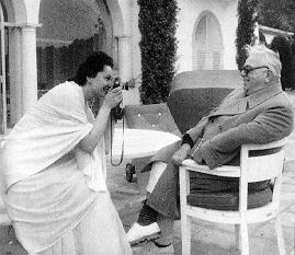 Mata Salamat taking a snapshot of Mowlana Sultan Mahomed Shah