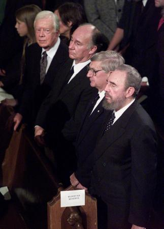 Former U.S. President Jimmy Carter (L-R), the Aga Khan, former Canadian Governor-General Romeo LeBlanc and Cuban President Fidel Castro attend the state funeral for former Canadian Prime Minister Pierre Trudeau in Montreal, Oct. 3 - Photo Paul Chiasson - Reuters